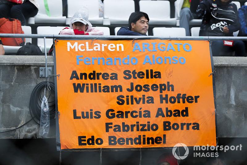 Некоторые поддерживают не только Фернандо Алонсо, но и других сотрудников McLaren