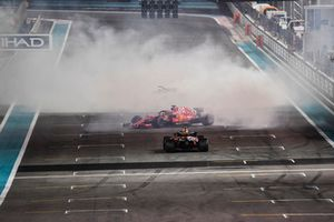 Lewis Hamilton, Mercedes-AMG F1 W09, Sebastian Vettel, Ferrari SF71H and Fernando Alonso, McLaren MCL33 donuts at the end of the race