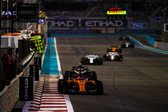 Fernando Alonso, McLaren MCL33, leads Kevin Magnussen, Haas F1 Team VF-18, and Lance Stroll, Williams FW41