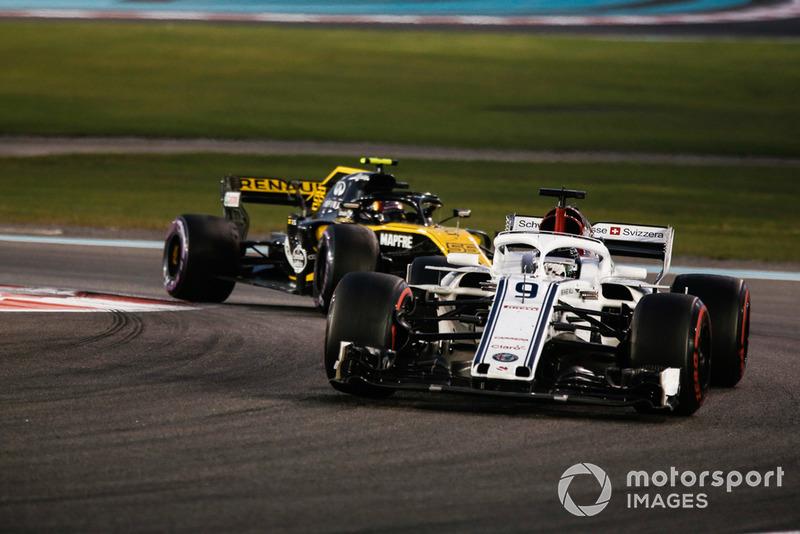 Marcus Ericsson, Sauber C37 leads Carlos Sainz Jr., Renault Sport F1 Team R.S. 18
