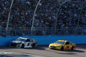 Chase Elliott, Hendrick Motorsports, Chevrolet Camaro NAPA Auto Parts, Michael McDowell, Front Row Motorsports, Ford Fusion Love's/ Luber Finer