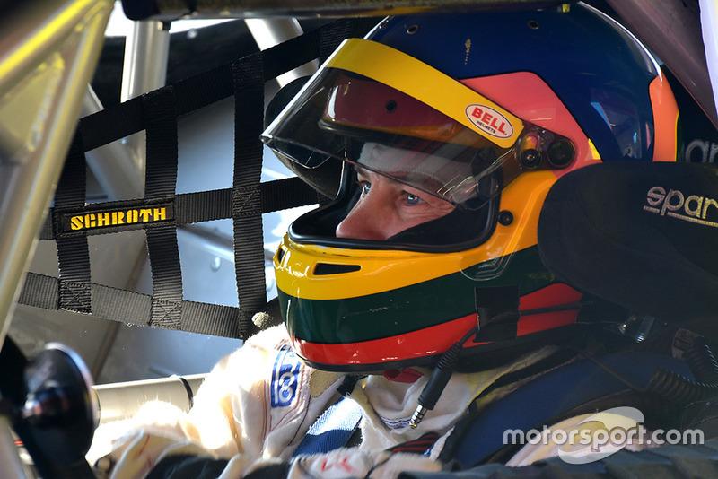Jacques Villeneuve probando un Ford Mustang
