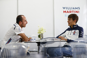 Robert Kubica, Williams Martini Racing, talks to 2019 signing George Russell