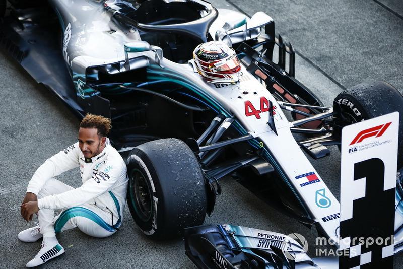 Pemenang balapan, Lewis Hamilton, Mercedes AMG F1 W09, di parc ferme