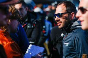 Gary Paffett, HWA Racelab, talks to the press