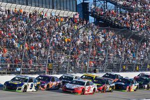 Chase Elliott, Hendrick Motorsports, Chevrolet Camaro NAPA Auto Parts and Brad Keselowski, Team Penske, Ford Fusion Wurth