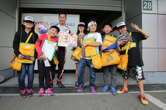 Kamui Kobayashi, Toyota Gazoo Racing with young fans