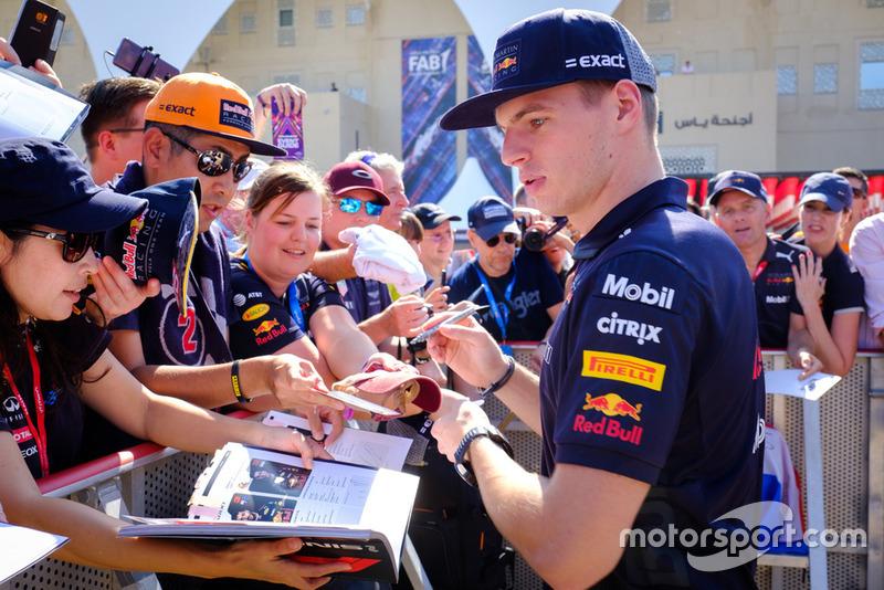 Max Verstappen, Red Bull Racing RB14, fans