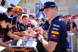 Max Verstappen, Red Bull Racing RB14, fans