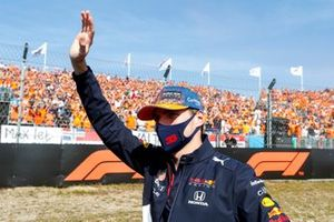 Max Verstappen, Red Bull Racing waving to the fans