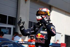 Race winner Liam Lawson, AF Corse