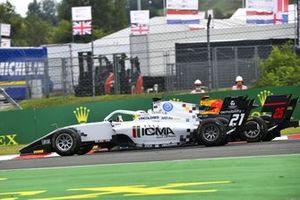 Lorenzo Colombo, Campos Racing and Jonny Edgar, Carlin Buzz Racing battle