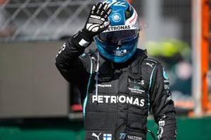 Valtteri Bottas, Mercedes, waves from Parc Ferme after Qualifying