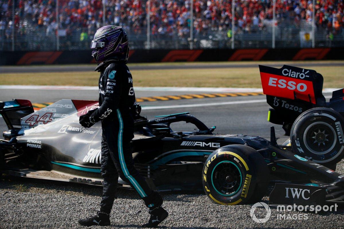 Льюис Хэмилтон, Mercedes, после аварии с Максом Ферстаппеном, Red Bull Racing