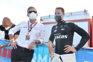 Alejandro Agag, Président Formula E, et le poleman Stoffel Vandoorne, Mercedes-Benz EQ