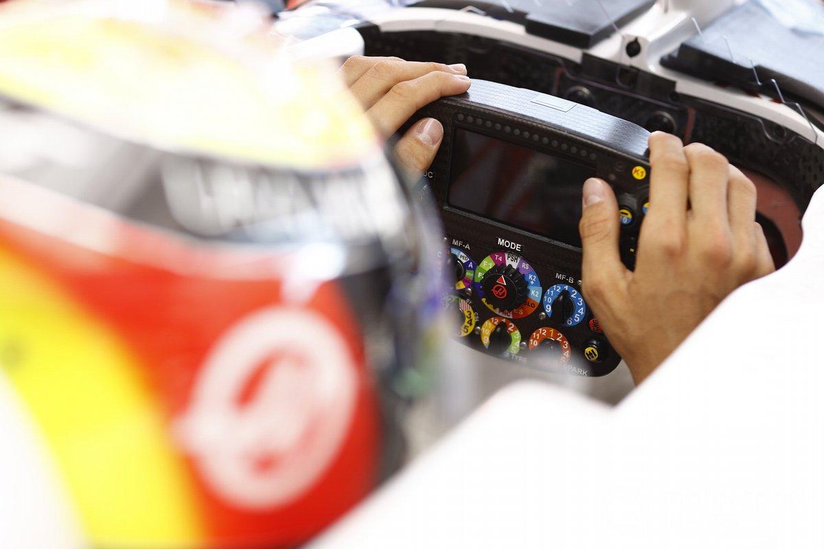 Detalle del volante del Haas VF-21
