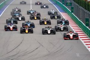 Start action, Oscar Piastri, Prema Racing, Theo Pourchaire, ART Grand Prix Jehan Daruvala, Carlin leads