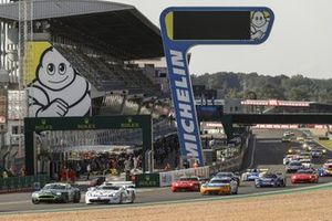 Emmanuel Collard, Porsche 911 GT1 1997 leads at the start