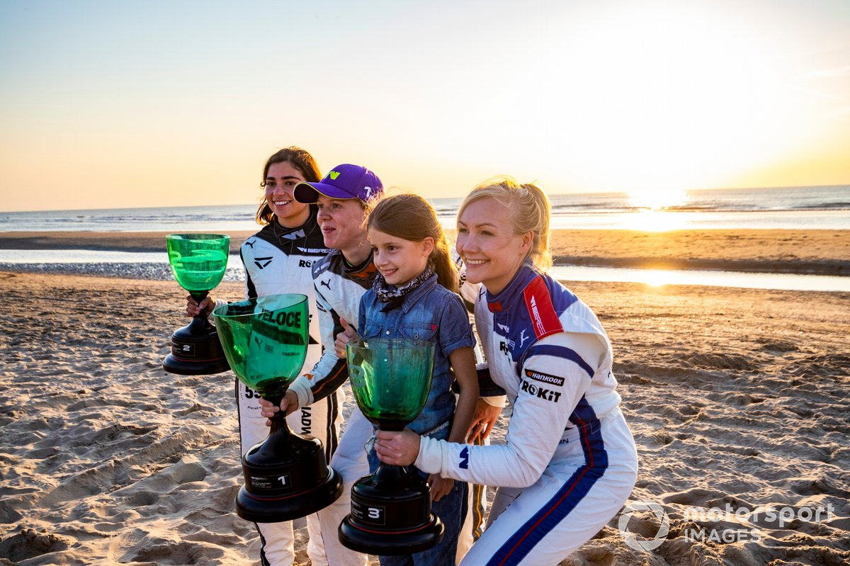 Las tres primeras lugares de la carrera en Zandvoort: Jamie Chadwick, Alice Powell, Emma Kimilainen