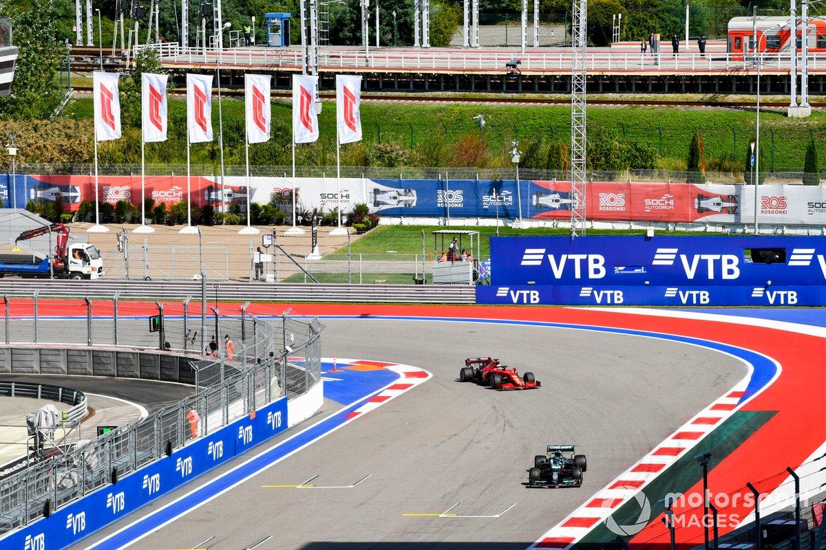 Lance Stroll, Aston Martin AMR21, Charles Leclerc, Ferrari SF21