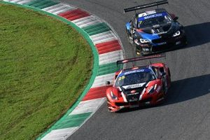 #25 RS Racing, Ferrari 488 GT3 Evo: Daniele Di Amato, Alexander Naussbaumer e #7 Ceccato Motors Racing-BMW Team Italia, BMW M6 GT3: Stefano Comandini, Marius Zug,