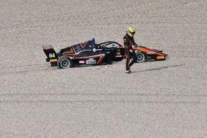 Mari Boya, Van Amersfoort Racing fuori pista