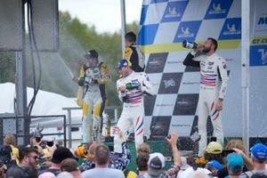 #4: Corvette Racing C8.R, GTLM: Tommy Milner, Nick Tandy, #3: Corvette Racing C8.R, GTLM: Antonio García, Jordan Taylor, #79: WeatherTech Racing Porsche 911 RSR - 19, GTLM: Cooper MacNeil, Kevin Estre celebran la victoria con champán