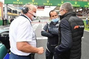Stefano Domenicali, CEO, Formula 1, with Ignazio Sanzone, on the grid