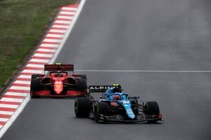 Esteban Ocon, Alpine A521, Carlos Sainz Jr., Ferrari SF21