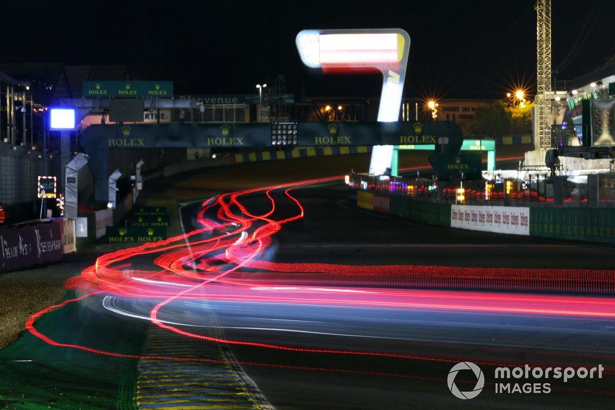Acción nocturna en Le Mans 2021