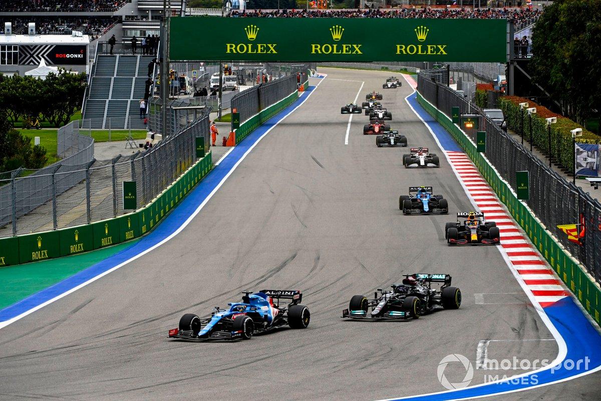 Fernando Alonso, Alpine A521, Lewis Hamilton, Mercedes W12, Sergio Pérez, Red Bull Racing RB16B