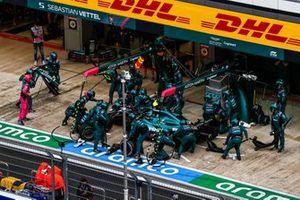 Lance Stroll, Aston Martin AMR21, maakt een pitstop