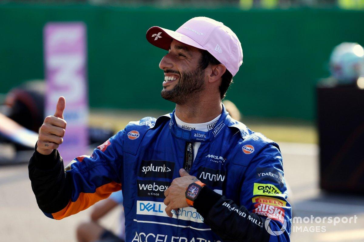 Tercer lugar de la carrera sprint Daniel Ricciardo, McLaren celebra