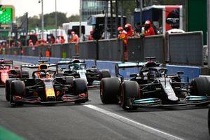 Льюис Хэмилтон, Mercedes W12, Макс Ферстаппен, Red Bull Racing RB16B, на пит-лейне