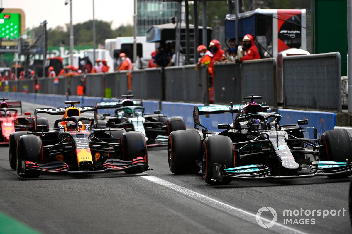 Lewis Hamilton, Mercedes W12, Max Verstappen, Red Bull Racing RB16B, ai box