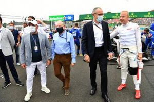 Jean Todt, President, FIA, Stefano Domenicali, CEO, Formula 1, andNikita Mazepin, Haas F1 , on the grid