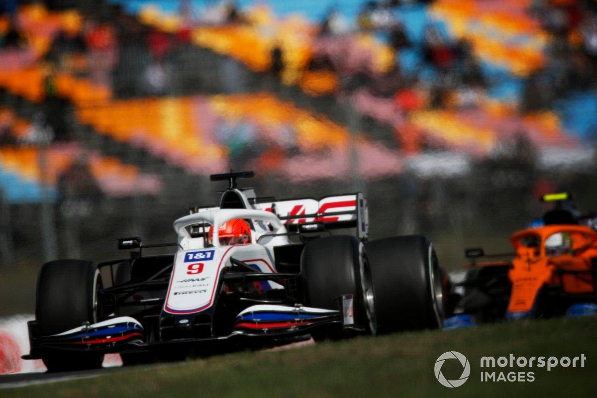 Nikita Mazepin, Haas VF-21, Lando Norris, McLaren MCL35M