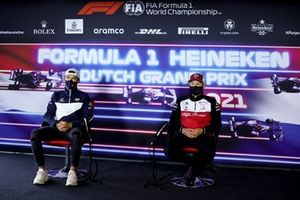 Pierre Gasly, AlphaTauri en Kimi Raikkonen, Alfa Romeo Racing in de persconferentie