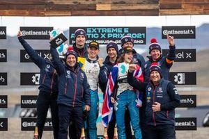 Race winner Catie Munnings, Timmy Hansen, Andretti United Extreme E and team members
