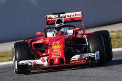 Sebastian Vettel, Ferrari SF16-H, in pista con i sensori per i test aerodinamici