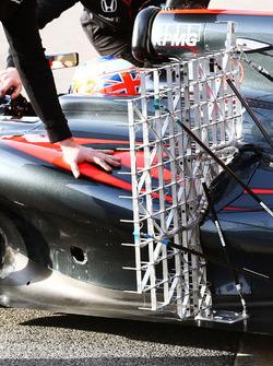 Jenson Button, McLaren MP4-31 met sensoren
