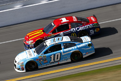 Danica Patrick, Stewart-Haas Racing Chevrolet, Jamie McMurray, Chip Ganassi Racing Chevrolet