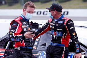 Clint Bowyer, Stewart-Haas Racing, Ford Mustang Mobil 1 and John Klausmeier
