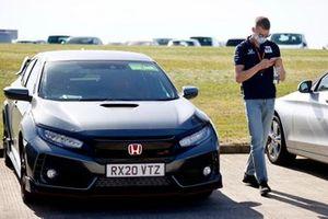 Daniil Kvyat, AlphaTauri AT01s at the track in his Honda Civic Type R
