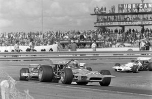 Mario Andretti, March 701 Ford, Johnny Servoz-Gavin, March 701 Ford, en Rolf Stommelen, Brabham BT33 Ford