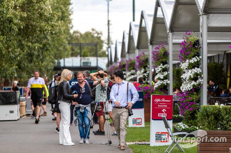 Команды Формулы 1 собирают вещи после отмены Гран При Австралии-2020