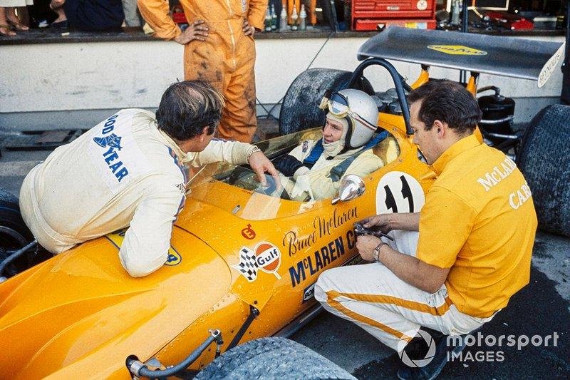 McLaren: A história de Bruce McLaren é contada por meio de novas imagens dramatizadas ao lado do filme original e apoiada por entrevistas com quem o conhecia. O que é mais impressionante no documentário é que deixa clara a incrível dedicação e lealdade que ele inspirou naqueles que trabalharam para ele em sua jornada, desde o humilde começo na Nova Zelândia até o alto escalão do automobilismo.