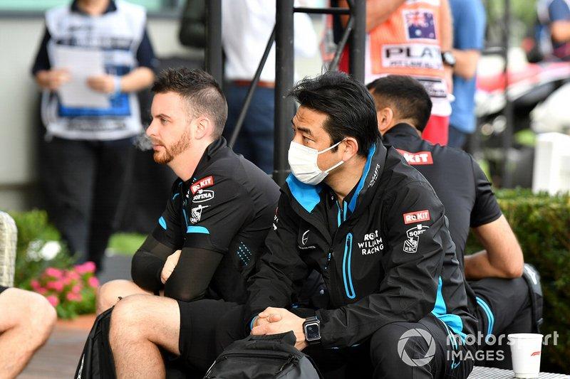 Los mecánicos de Williams en el paddock