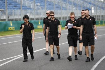 Romain Grosjean, Haas F1 walks the track with members of the team including Ayao Komatsu, Chief Race Engineer, Haas F1