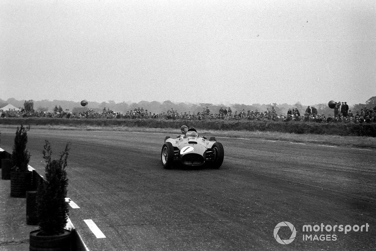 На девятом круге погоня Фанхио за лидирующим Хоторном привела к одной из редких ошибок Маэстро. Пилот Ferrari утратил контроль над машиной и закрутился – но мотор не заглох. Аргентинец бросился в погоню за соперниками, занимая теперь шестое место